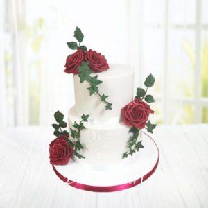 Droomtaart Bruidstaart echte rode rozen 1