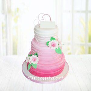 Droomtaart Bruidstaart roze gelaagd