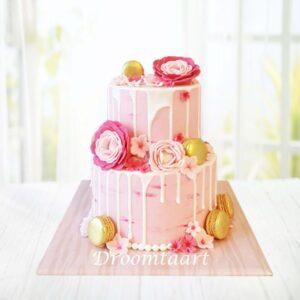 Droomtaart Drip cake macarons en bloemen